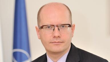Premiér Sobotka se pochlapil a posílá všem občanům ČR osobně laděný dopis. Neuvěříte, co v něm slibuje