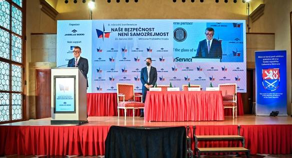 Premiér Andrej Babiš v projevu na konferenci mimo jiné připomněl pomoc armády při zvládání pandemie covid-19, 22. června 2021.