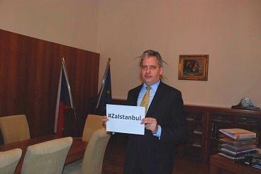 Ministr Dienstbier podpořil celosvětovou kampaň za ukončení násilí na ženách #ZaIstanbul