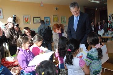 Ministr Dienstbier pracovně navštívil základní školu v Litvínově-Janově