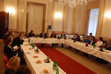 Ministr Dienstbier se setkal s lidskoprávními organizacemi