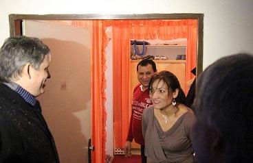 Ministr Dienstbier se ve Vítkové zajel podívat do oblasti s rysy sociální vyloučenosti a popovídal si s některými nájemníky