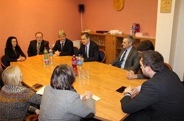 Ministr Dienstbier navštívil pracovně Vítkov