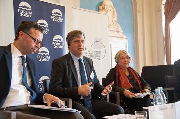 Ministr Jiří Dienstbier vystoupil na výroční konferenci Česko-německého diskuzního fóra