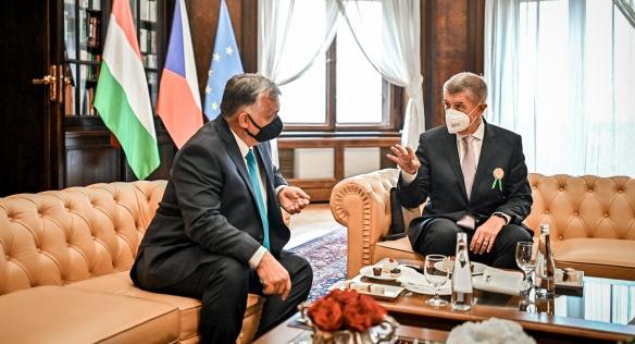 Na jednání v Kramářově vile probrali premiéři Andrej Babiš a Viktor Orbán další možnosti spolupráce obou zemí, 29. září 2021.