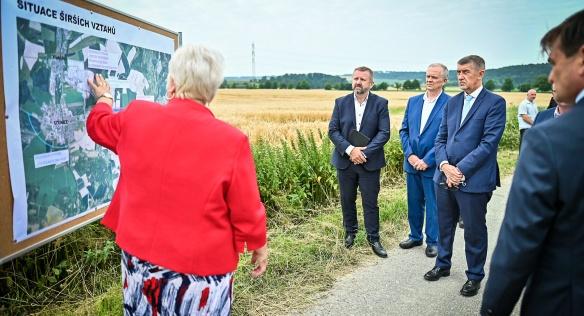 Během návštěvy Královéhradeckého kraje navštívil premiér Andrej Babiš i areál průmyslové zóny Solnice-Kvasiny, 22. července 2021.