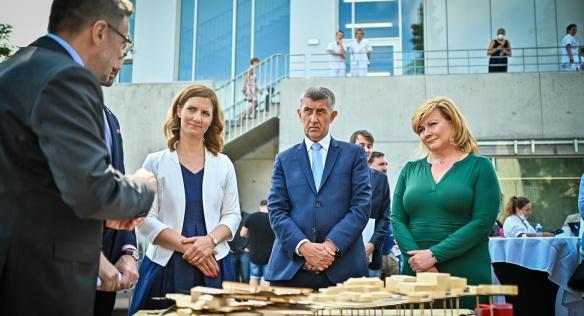 Ředitel Masarykova onkologického ústavu Marek Svoboda seznámil členy vlády s projektem na vybudování nových pracovišť, 21. července 2021.