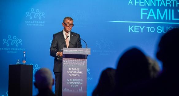 Premiér Babiš vystoupil na IV. ročníku Demografického summitu v Budapešti s projevem na téma rodinná politika, 23. září 2021.
