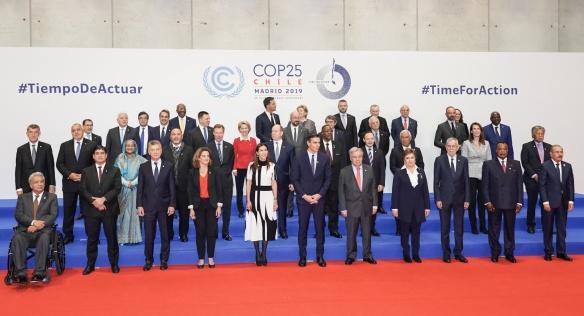 Společná fotografie účastníků klimatického summitu COP25 v Madridu, 2. prosince 2019.