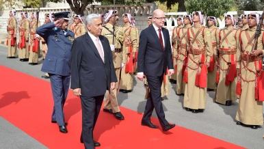 24. října 2015: Na návštěvě Jordánska se premiér Sobotka setkal mimo jiné s předsedou vlády Abdalláhem Ensúrem.