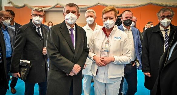 Premiér Andrej Babiš navštívil očkovací centrum v Havířově, 16. dubna 2021.