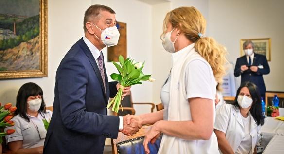 Předseda vlády v rámci Mezinárodního dne sester poděkoval zdravotním sestrám za práci, 12. května 2021.