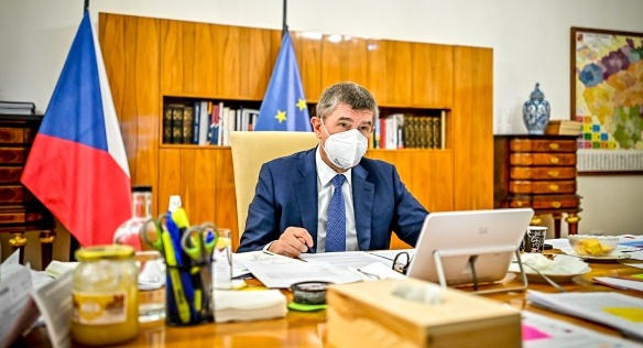 Premiér Andrej Babiš řídí mimořádné jednání vlády, na němž bylo rozhodnuto o dalším prodloužení nouzového stavu, 22. ledna 2021.
