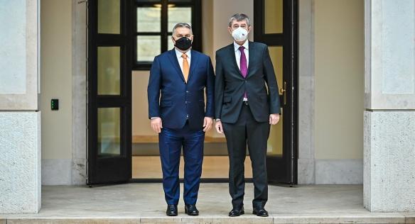 Předsedové vlád Maďarska a České republiky Viktor Orbán a Andrej Babiš, 5. února 2021.