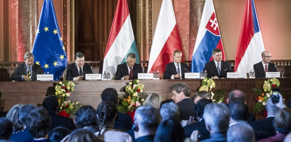 Czech Prime Minister met with V4 premiers and European Commission President at a summit held in Budapest on 24 June 2014. Photo: kormany.hu.