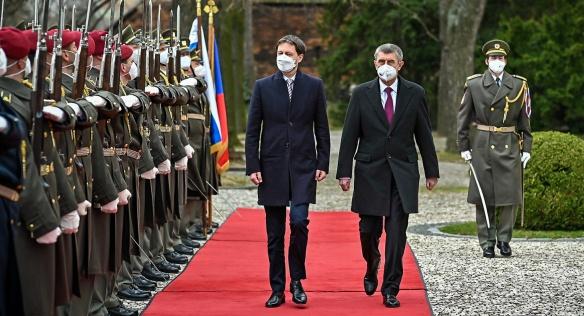 Premiér Babiš přijal v Kramářově vile nového předsedu slovenské vlády Hegera, 15. dubna 2021.