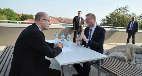 Evaluation meeting between Prime Minister Sobotka and Deputy Prime Minister Pavel Bělobrádek at the Institute of Organic Chemistry and Biochemistry, 7 August 2014.