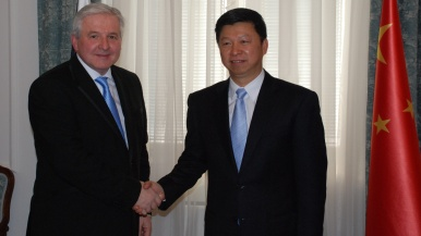 Prime Minister Jiří Rusnok and Song Tao, Secretary of the Secretariat for Collaboration between China and the countries of Central and Eastern Europe, 12.11.2013