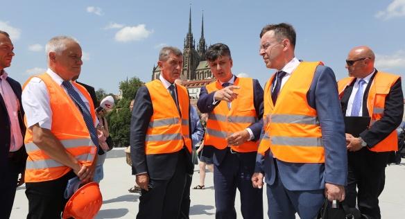 Premiér Andrej Babiš a ministr dopravy Vladimír Kremlík se v Brně seznámili se stavem rekonstrukce hlavního nádraží, 12. června 2019.