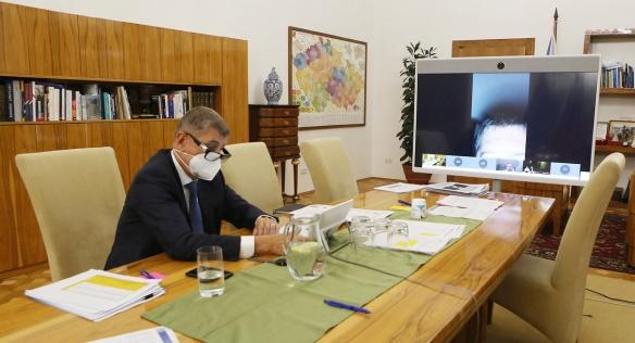 Kvůli zhoršením epidemickým podmínkám se i mimořádné jednání vlády uskutečnilo formou videokonference, 9. září 2020.