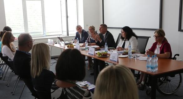 Premiér Andrej Babiš se s ministryní práce a sociálních věcí Němcovou zúčastnil celostátní porady Úřadu práce, 4. června 2018
