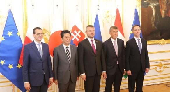 Státy V4 podpořily na jednání s japonským premiérem Abem odstraňování obchodních bariér mezi Japonskem a EU, 25. dubna 2019.
