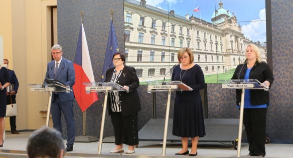 Členové vlády na tiskové konferenci informovali veřejnost o závěrech jednání, 29. června 2020.
