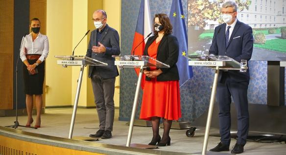 Tisková konference po jednání vlády 30. listopadu 2020.