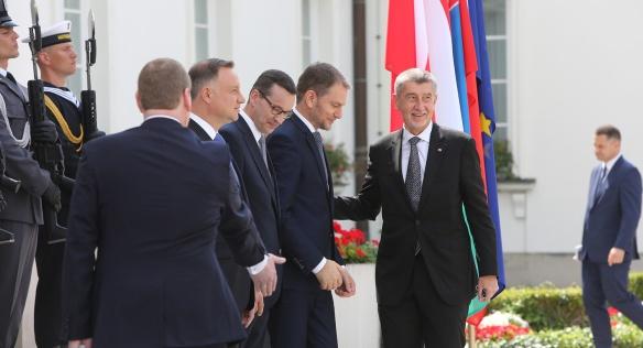 Premiéři zemí Visegrádské skupiny se sešli ve Varšavě u příležitosti polského převzetí předsednictví V4, 3. července 2020.