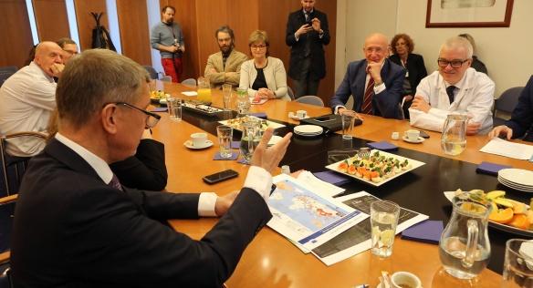 Předseda vlády Andrej Babiš jednal s vedením nemocnice Na Homolce a nemocnice Motol, 27. února 2020.