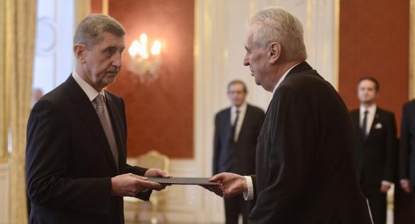 Prezident Miloš Zeman jmenoval do funkce premiéra Andreje Babiše, 6. prosince 2017. Zdroj: fotoarchiv KPR, Hana Brožková.