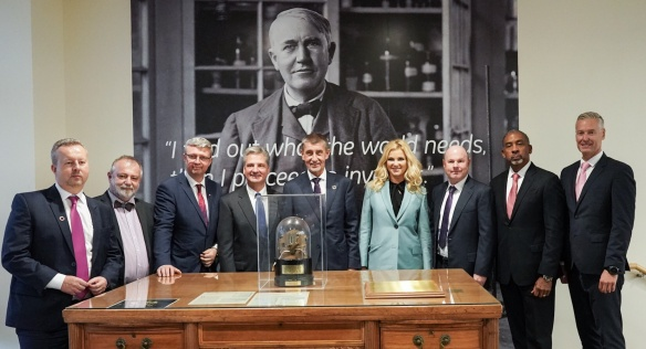 Group photo at the portrait of GE founder Thomas Edison, 26 September 2019.