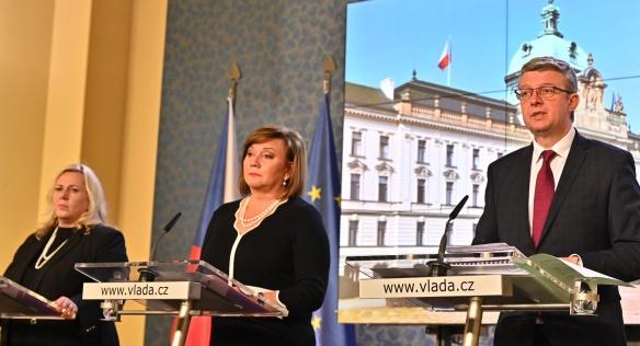 Na tiskové konferenci seznámili novináře s výsledky jednání vlády vicepremiéři A. Schillerová a K. Havlíček a ministryně K. Dostálová, 13. ledna 2020.