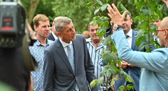 Premiér s ministry navštívil střední Čechy, řešili boj proti suchu i dostavbu dálnic, 17. července 2019.