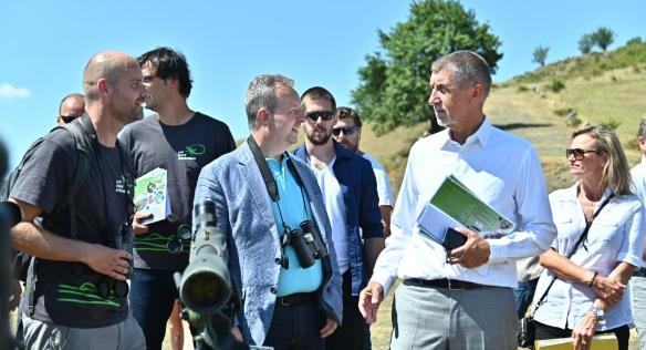 Premiér Babiš a ministr životního prostředí Brabec si vyslechli informace o chráněné krajinné oblasti Raná Hrádek, 23. července 2019.