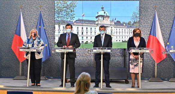 Vláda se na zasedání opět věnovala také tématu koronaviru, 8. června 2020.