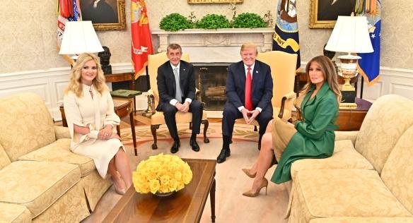 Premiéra Andreje Babiše s chotí Monikou přijal v Bílém domě prezident USA Donald Trump s manželkou Melanií, 7. března 2019.