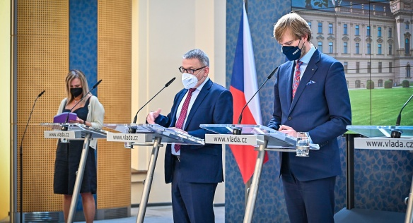 Výsledky jednání vlády prezentovali na tiskové konferenci ministři Adam Vojtěch a Lubomír Zaorálek, 21. června 2021.