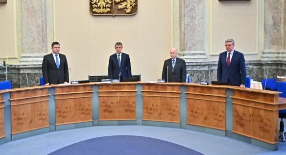 Členové vlády před začátkem jednání uctili minutou ticha památku zesnulého předsedy Senátu Jaroslava Kubery, 20. ledna 2020.