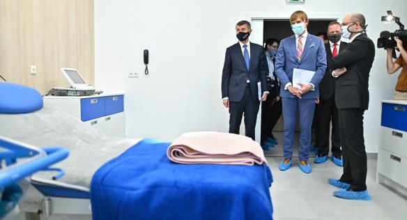 Premiér Andrej Babiš zahájil provoz nových porodních apartmánů Gynekologicko-porodnické kliniky Nemocnici Na Bulovce, 24. června 2020.