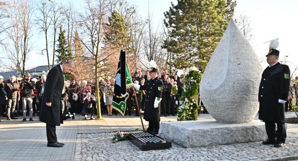 Premiér Andrej Babiš v Ostravě jednal se zástupci společností OKD a Liberty, uctil také památku 13 horníků, 20. prosince 2019.