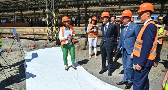 Na kontrolním dnu se premiér Babiš a vicepremiér Havlíček seznámili s postupem prací na dostavbě podchodu, 24. června 2020.