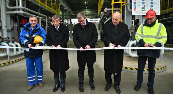 Slavnostní přestřižení pásky nové, moderní výdejní lávky ČEPRO v Loukově za účasti premiéra Andreje Babiše, 5. února 2020.