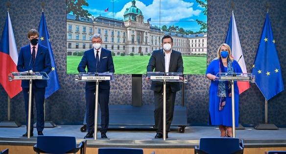 Na tiskové konferenci po jednání vlády se novináři dozvěděli podrobnosti o hlavních projednávaných bodech, 19. července 2021.