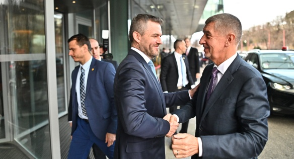 Předseda vlády Andrej Babiš jednal v Bratislavě s Peterem Pellegrinim o rozpočtu Evropské unie a navštívil diskuzi HN clubu, 6. února 2020.