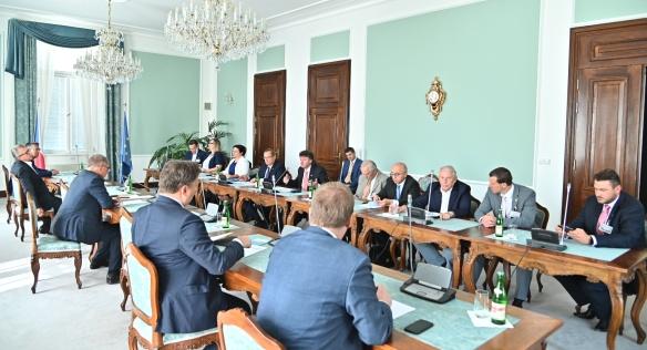Jednání se zástupci profesních komor ve Strakově akademii, 19. června 2019.