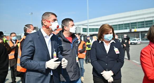 Do České republiky dorazila první část zdravotnického materiálu z Číny, 20. března 2020.