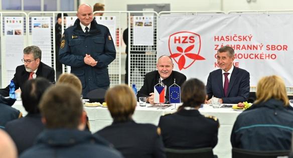 Beseda předsedy vlády Andreje Babiše a olomouckého hejtmana Ladislava Oklešťka s hasiči, 8. ledna 2020.