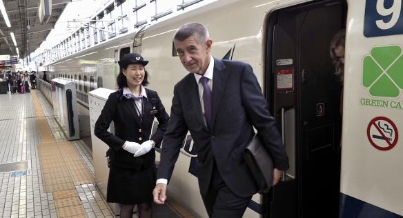 Z Tokia do Kjóta přijela česká delegace v čele s premiérem Babišem expresním vlakem šinkanzen, 22. října 2019.