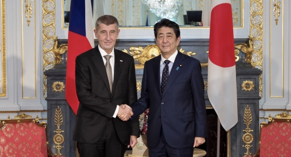 Na závěr oficiální návštěvy Japonska přijal českého předsedu vlády Andreje Babiše japonský premiér Šinzó Abe, 24. října 2019.